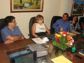 De Izquierda a derecha  Edwin Argueta (Gerente General CENOSA), Fátima Pineda (Gerente de Recursos Humanos de CENOSA) Mario Gomez (Gerente General DIRISA) durante la presentación de resultados.