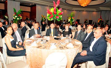 Familiares del galardonado y otras personalidades asistieron a la ceremonia.