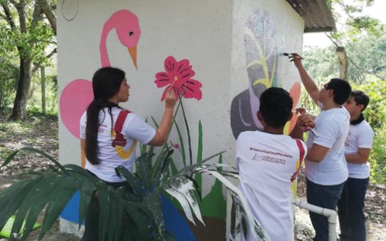 Murales como La Mariposa Monarca y Flamingo Rosa, pinturas que fueron coloreadas por los voluntarios.