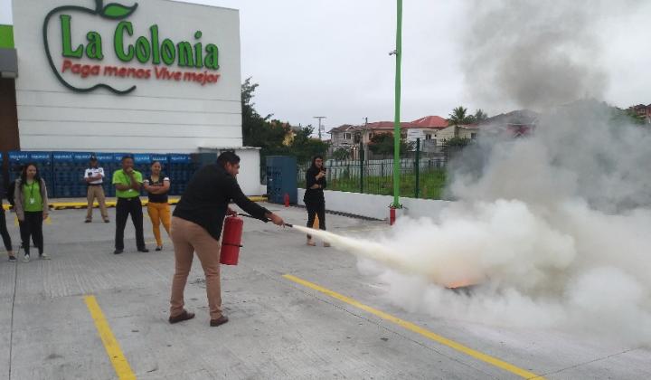 Ahora las instalaciones del supermercado cuentan con diferentes tipos de extintores dependiendo del área en que se encuentran.