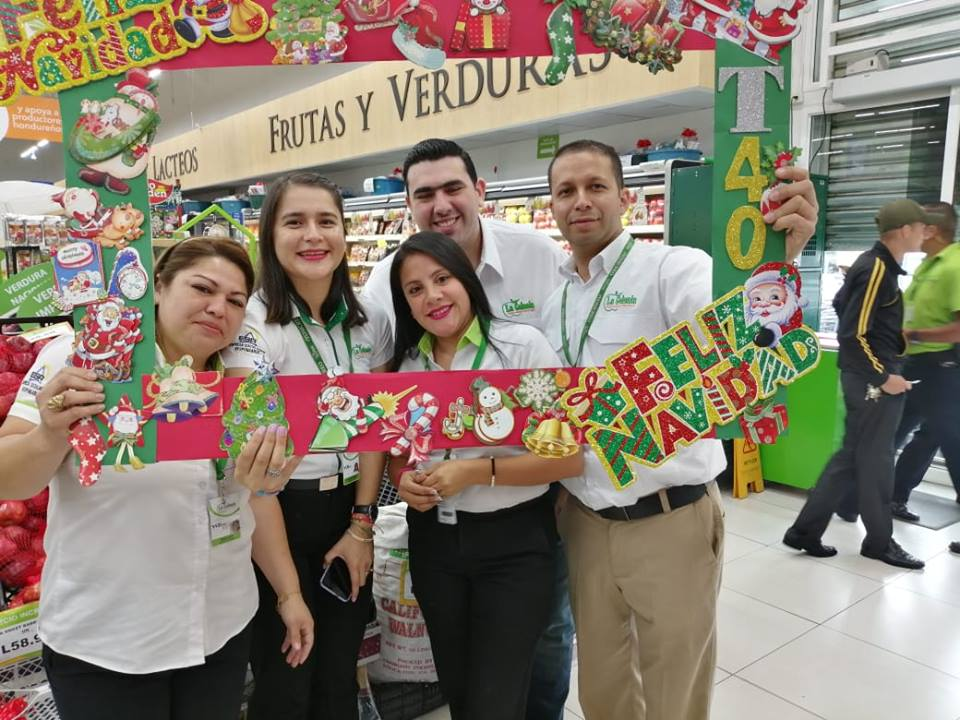 Colaboradores de Supermercados La Colonia.