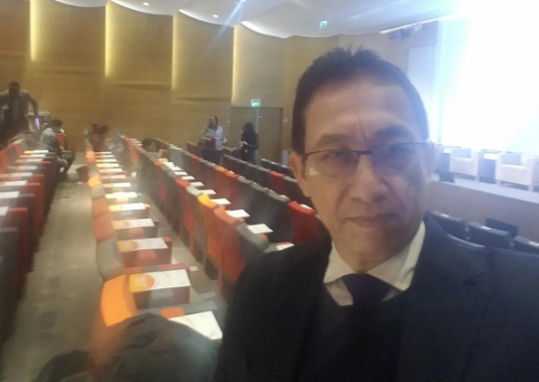 Dr. Julio Gom, representante de Fundahrse en París, Francia.