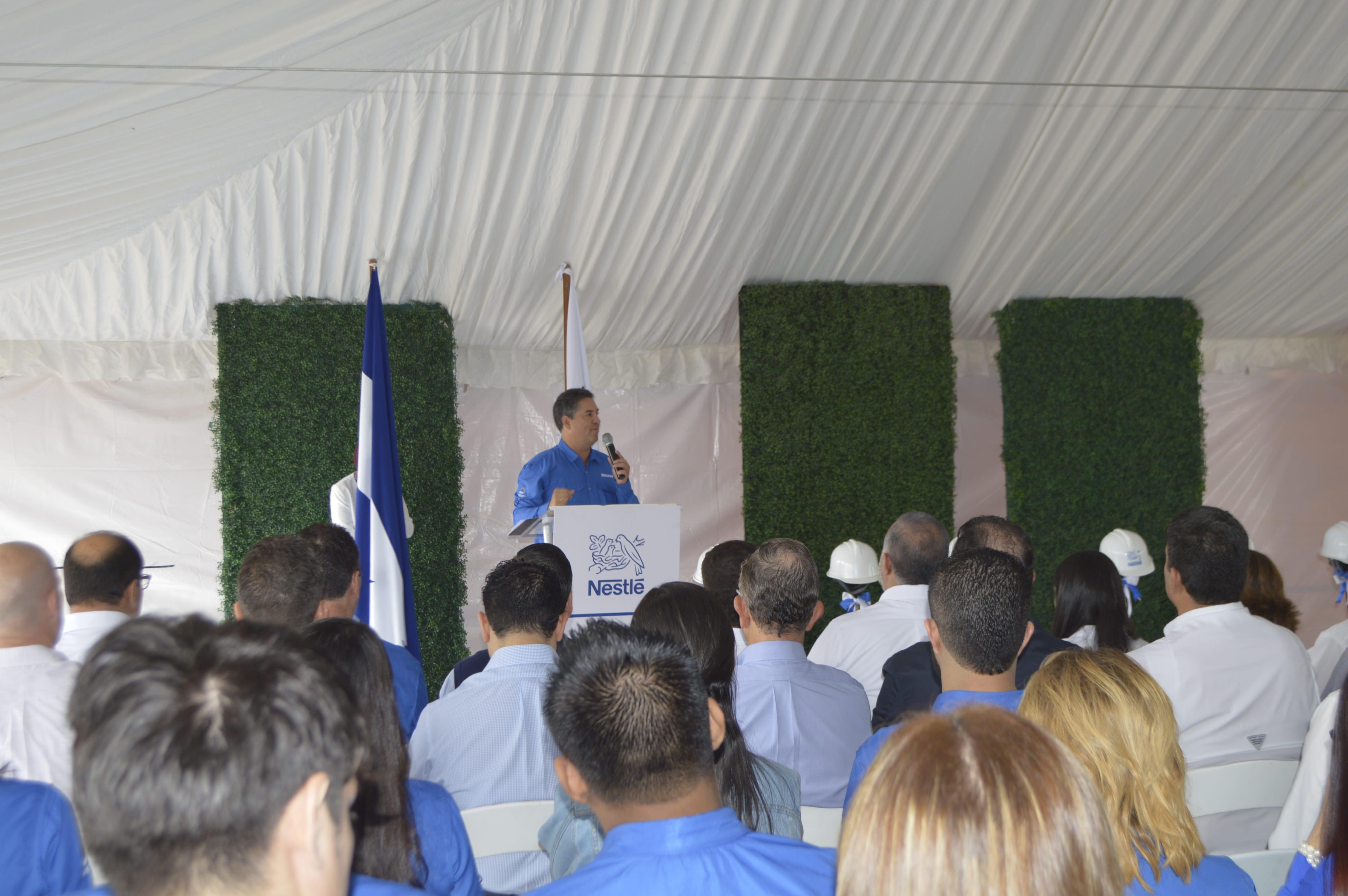 Sr. Juan Gabriel Reyes, Gerente General Nestlé Centroamérica durante su discurso en el evento.