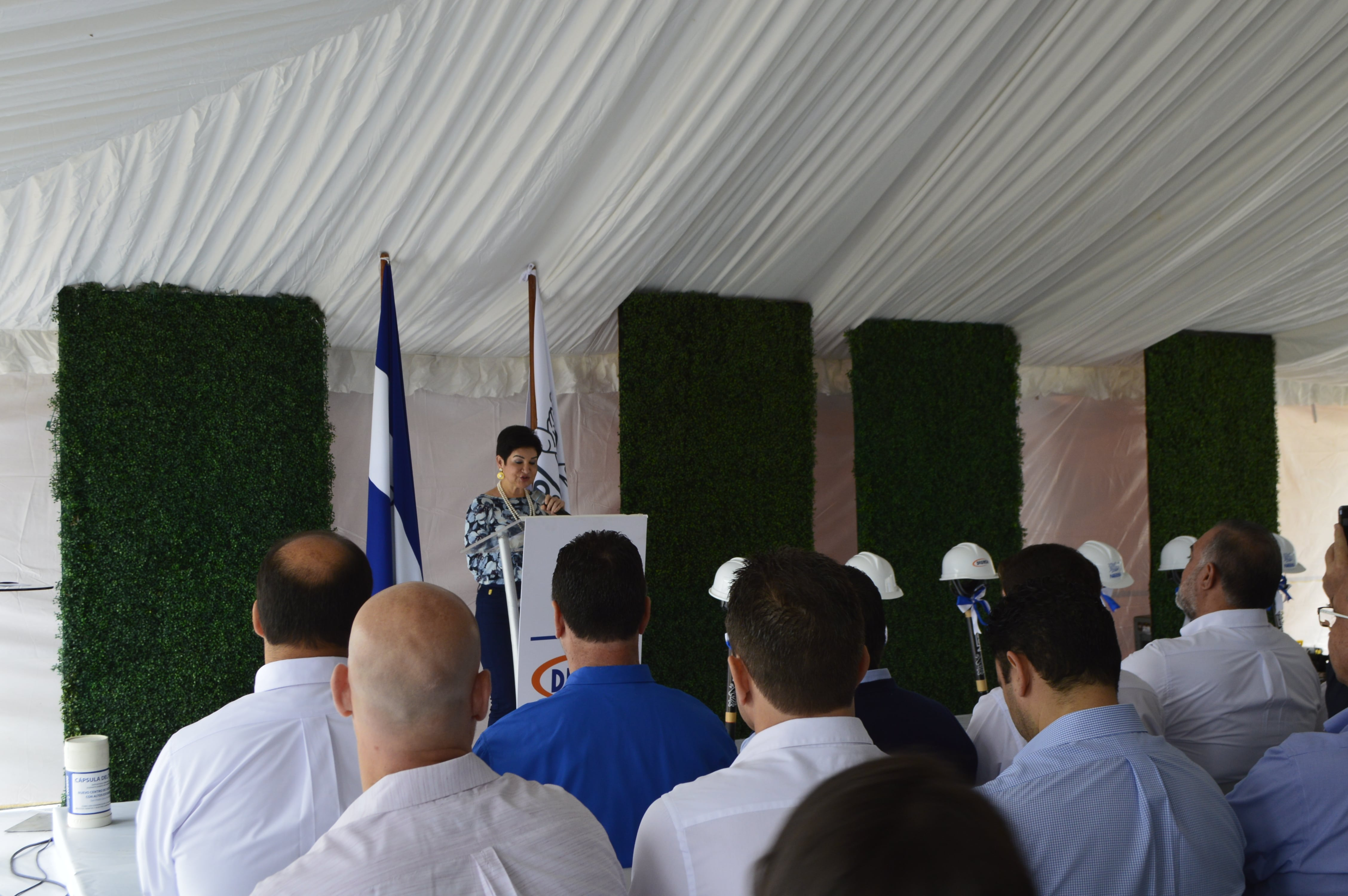 La Designada Presidencial Sra. María Antonia Rivera.