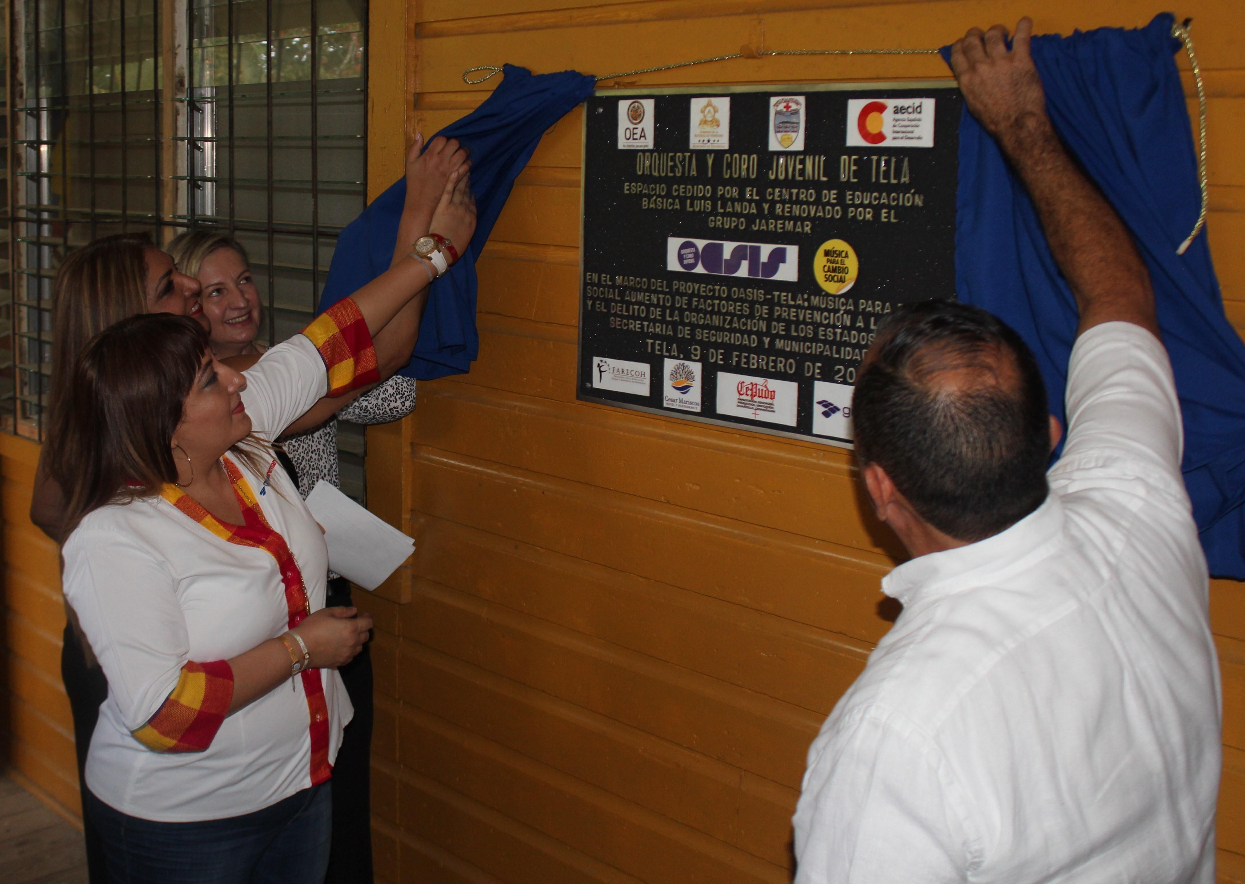Sonia Mejía, Gerente de RSE Grupo Jaremar junto a representantes de las organizaciones con las que se trabajó por este proyecto: OEA, Gobierno de Honduras, AECID, Farecoh, Cesar Mariscos, Cepudo y Grupo Jaremar.