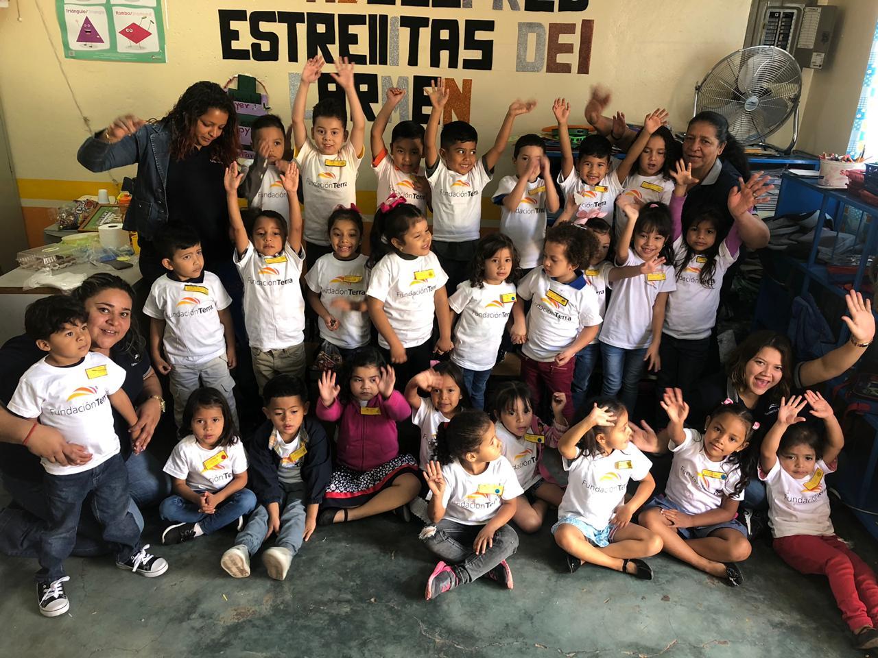 Alumnos ubicados en escuela del Carmen en SPS.