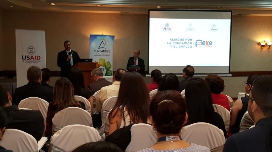 Sr. Fernando Cossich, Director de USAID Honduras.